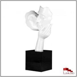 Statue AMORE, Blanche, socle Noir.