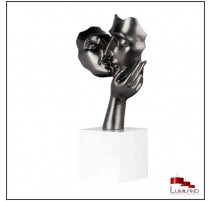 Statue AMORE, Gris anthracite, socle blanc.